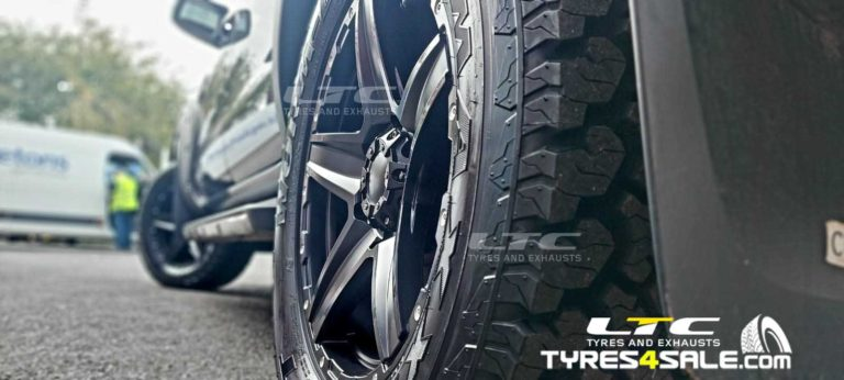 """Tomahawk Apache 18"""" Gloss Black Alloy Wheels and Maxxis AT Tyres"""