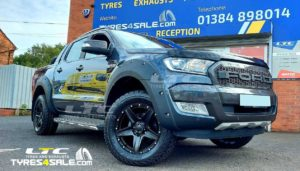"Tomahawk Apache 18"" Gloss Black Alloy Wheels and Maxxis AT Tyres"